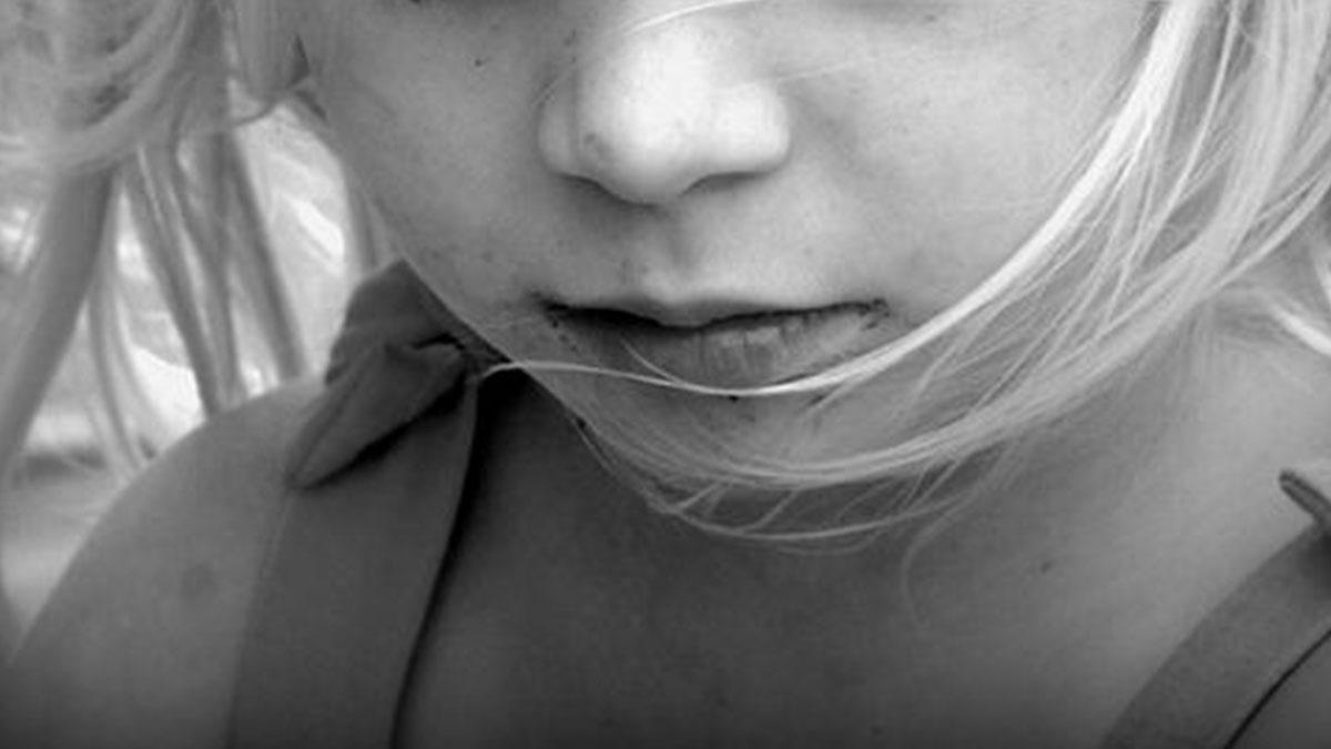 Bimba di 10 anni stuprata dal patrigno, resta incinta: la madre sapeva