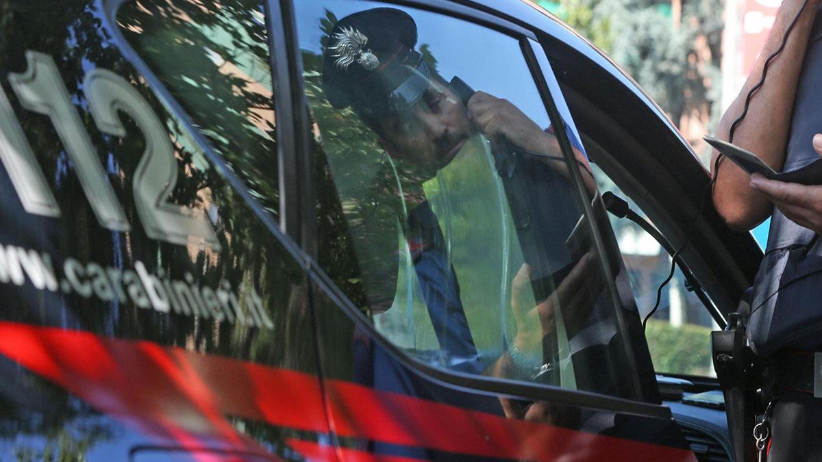 Frosinone, abusa di un 11enne e filma le violenze: arrestato un amico di famiglia