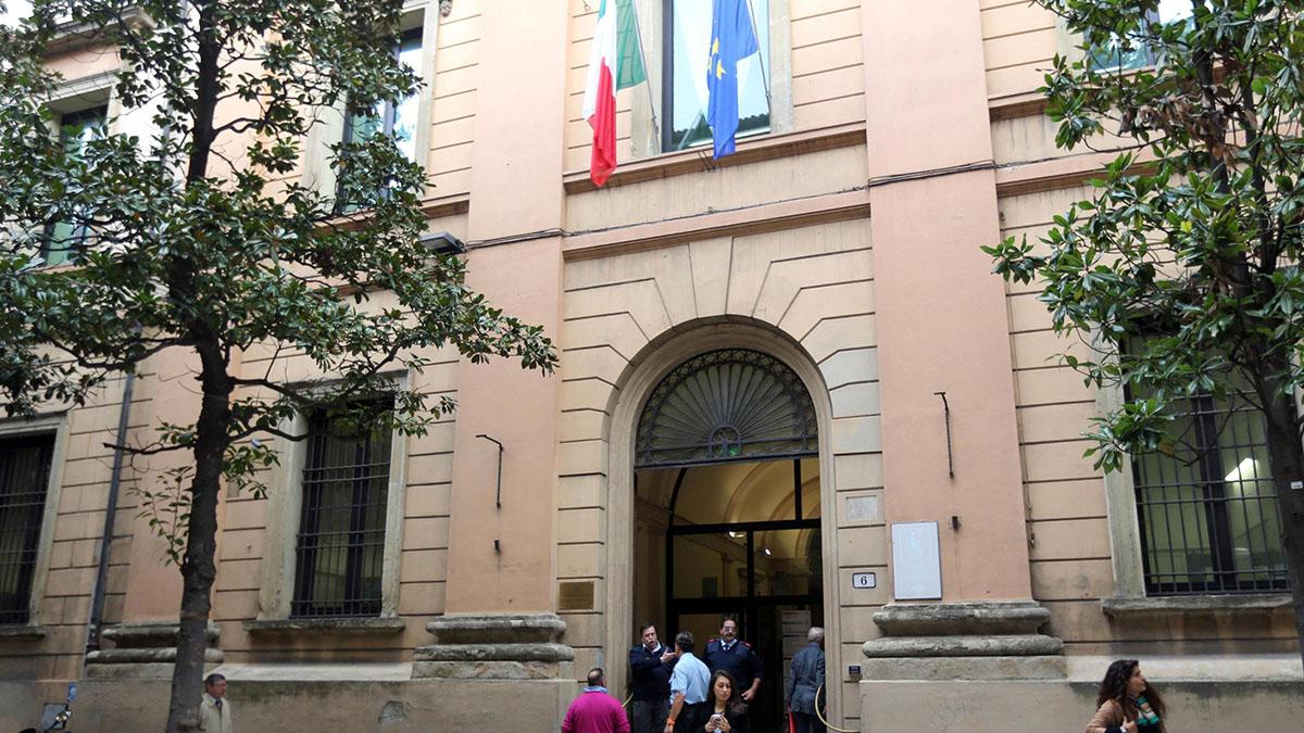Bologna, la badante deruba due anziani. Il pm: 'Fatto tenue, archiviare'