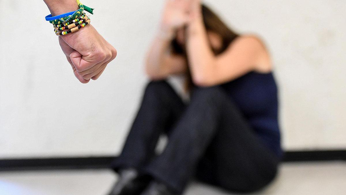 Abusò della figlia e patteggiò la pena: dopo la condanna ci avrebbe riprovato