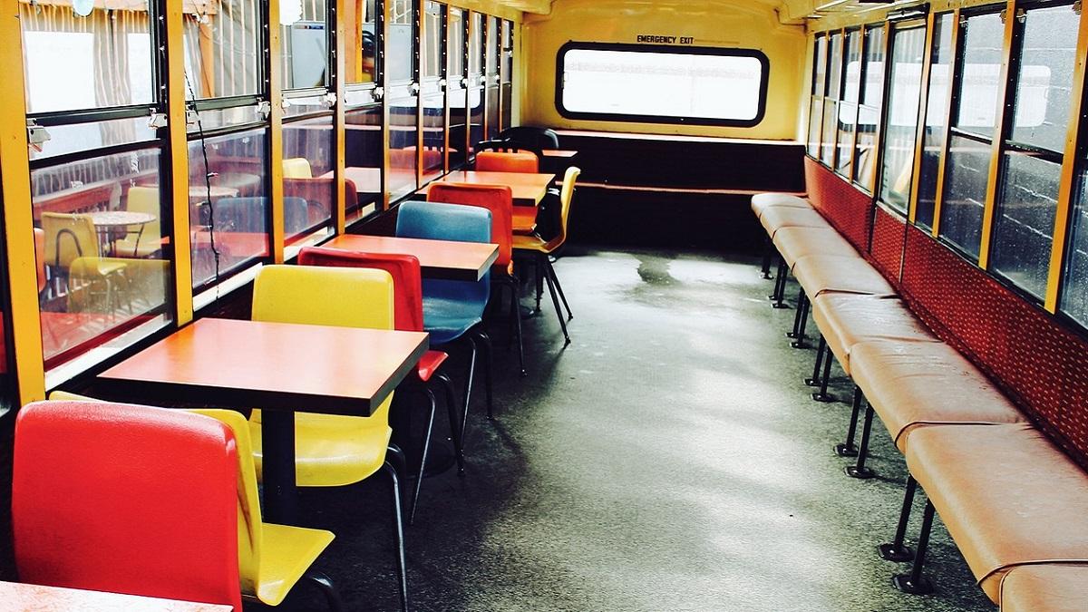 Francia, bimbo di 3 anni dimenticato sullo scuolabus: trovato morto dopo 7 ore