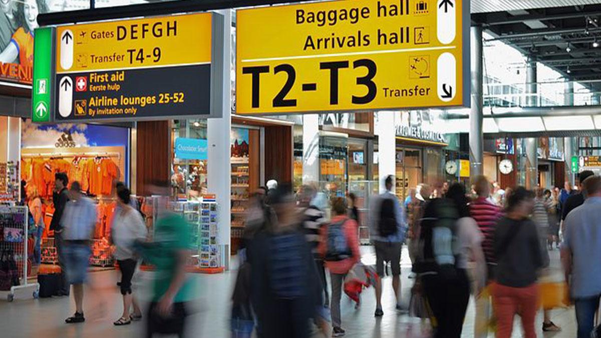 Bimba di 5 anni dimenticata dalla famiglia in aeroporto