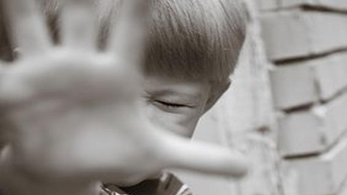 Bambino disabile ammanettato dalla polizia: shock in California