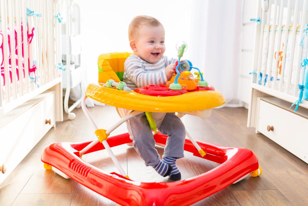 Infanzia: girelli e baby jumper pericolosi per i bambini, l'allarme degli esperti
