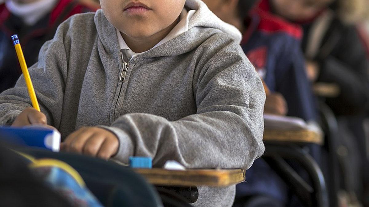 Prato, scuola elementare vieta ai bimbi di andare in bagno: niente pipì per 6 ore