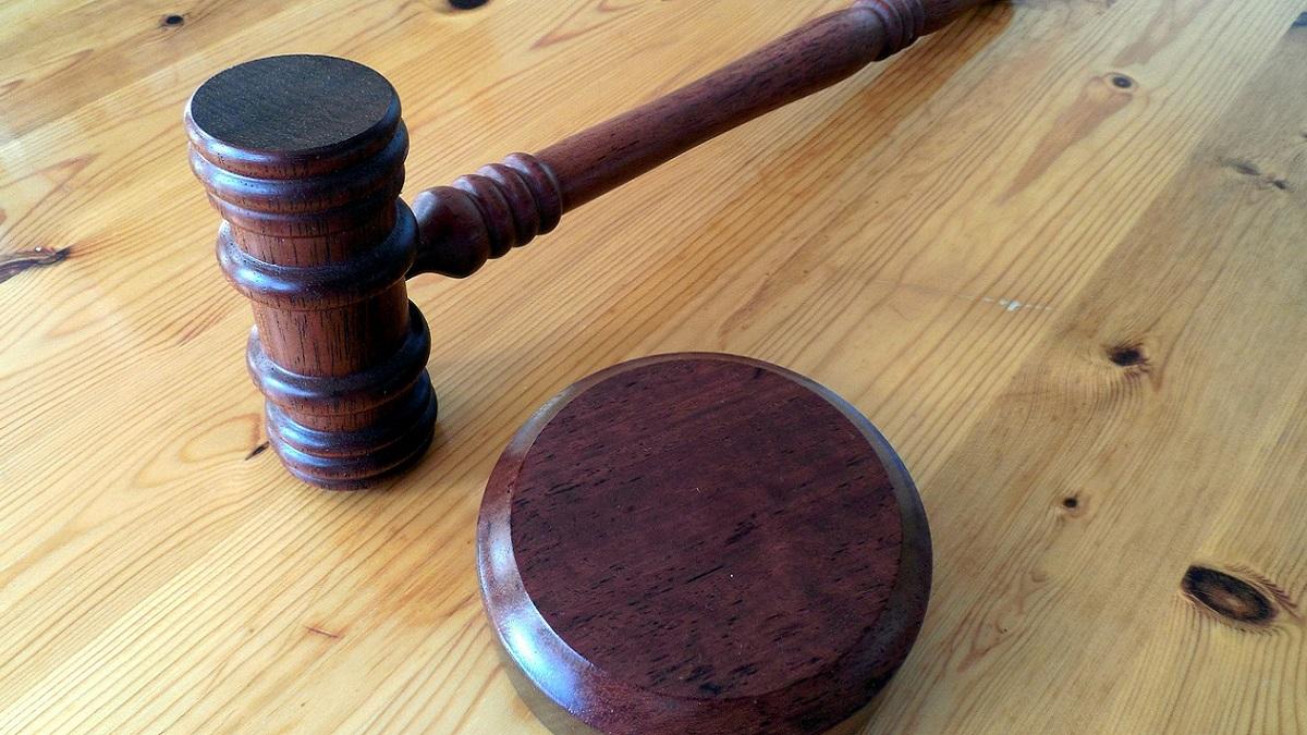 Abusò della compagna: assolto perché la donna era troppo forte per essere vittima