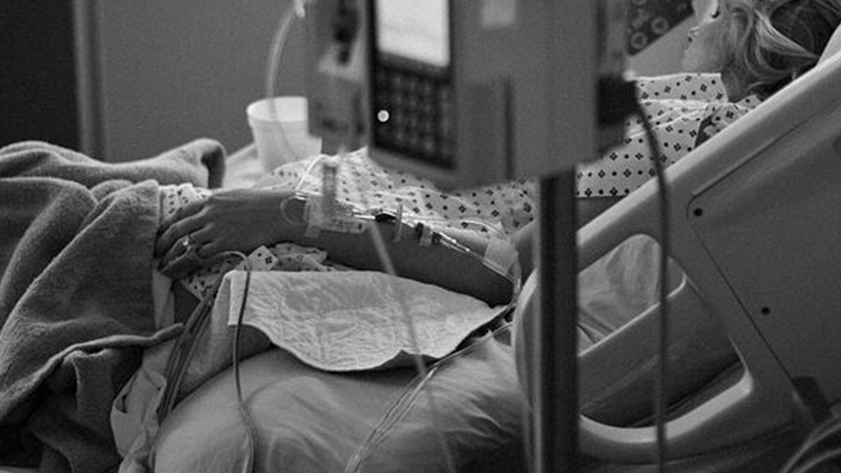 Mamma di tre bimbi si sposa in ospedale prima di morire: la storia di Teresa