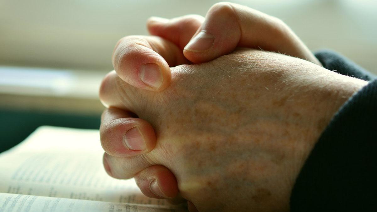 Cei, cambia il Padre Nostro: la preghiera in una nuova versione