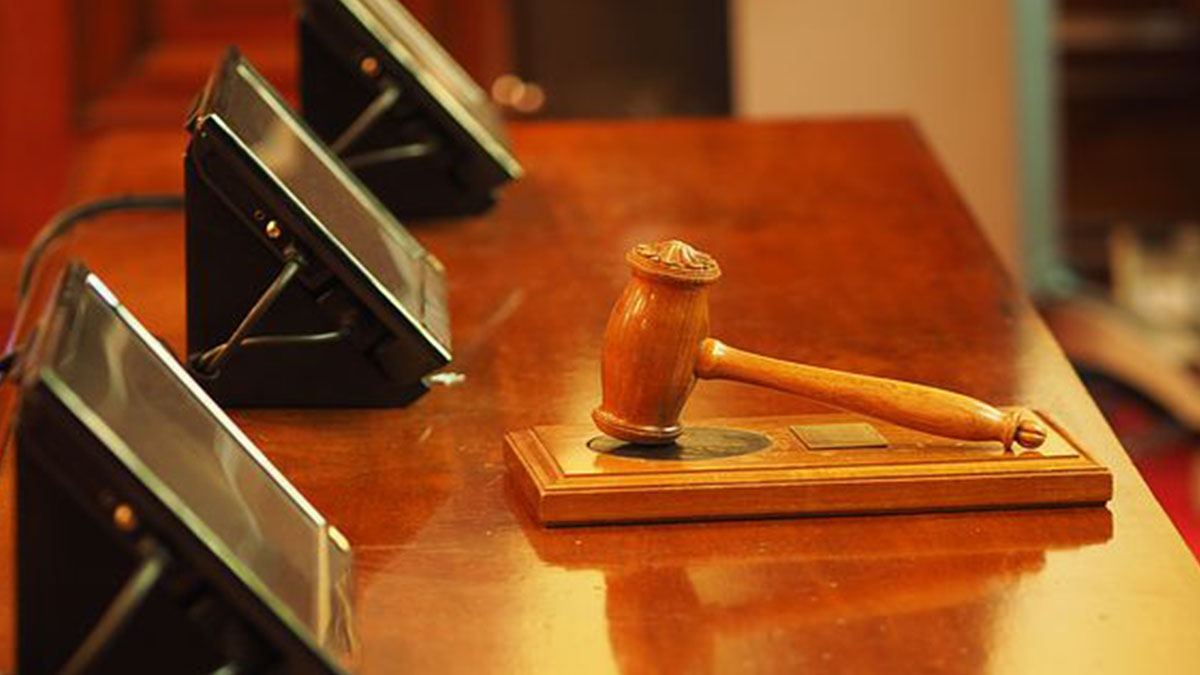 Sentenza shock: la vittima indossava il perizoma, stupratore assolto