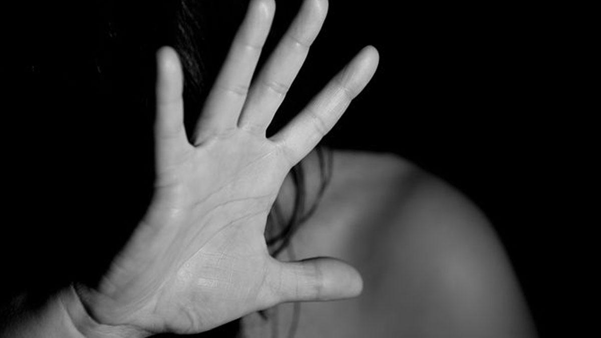 Stacca un orecchio alla fidanzata a morsi: arrestato un 32enne