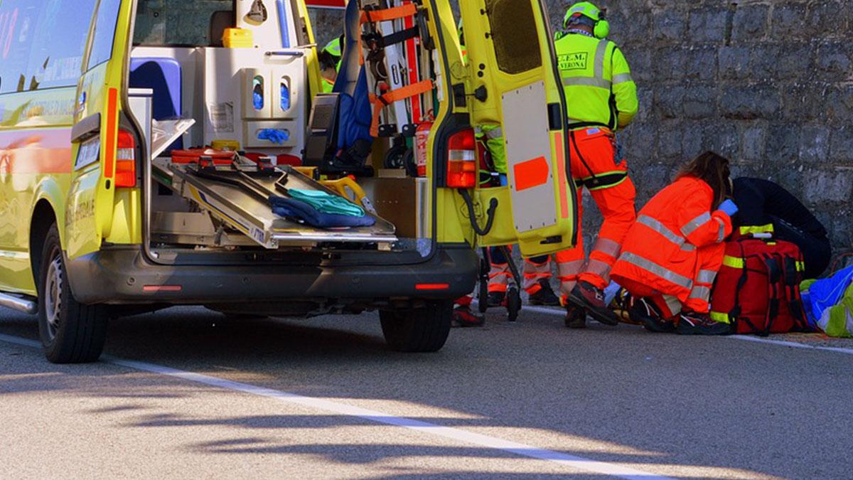 Vado Ligure: 18enne si dà fuoco in strada, il padre morto così 5 anni fa