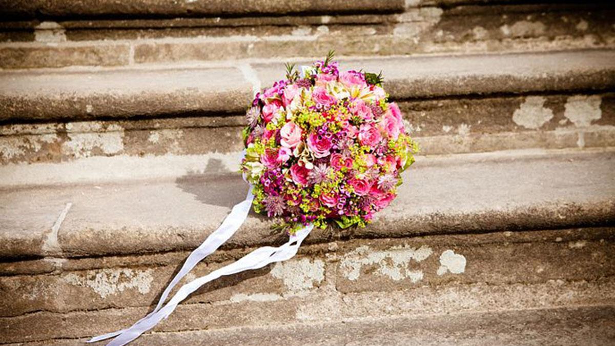 Muore a 31 anni in un incidente, il compagno davanti alla bara: 'Vuoi sposarmi?'