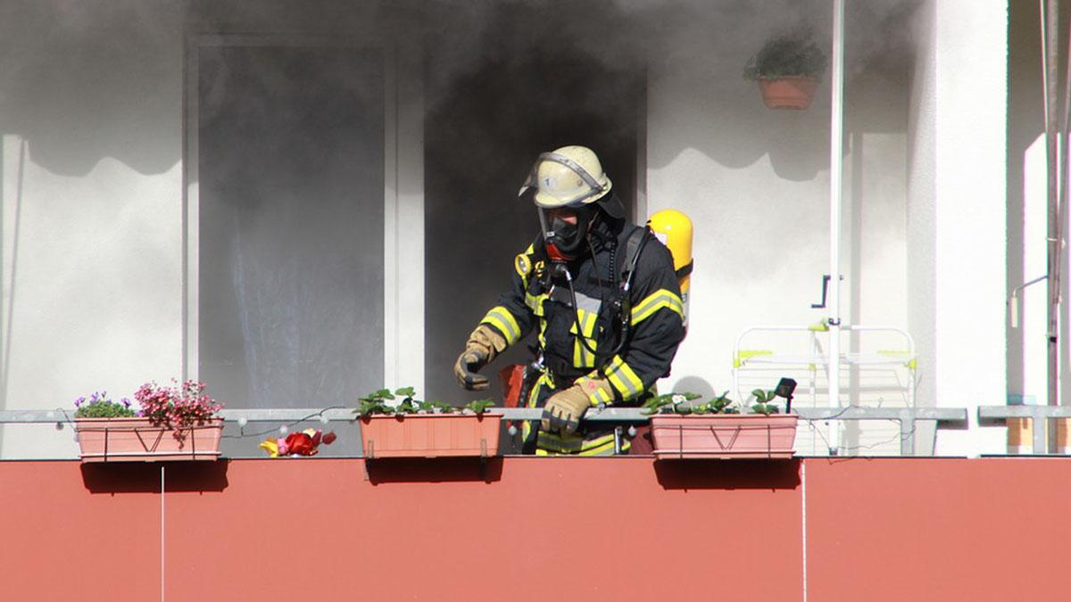 Incendio in casa, mamma muore per salvare la figlia 11enne