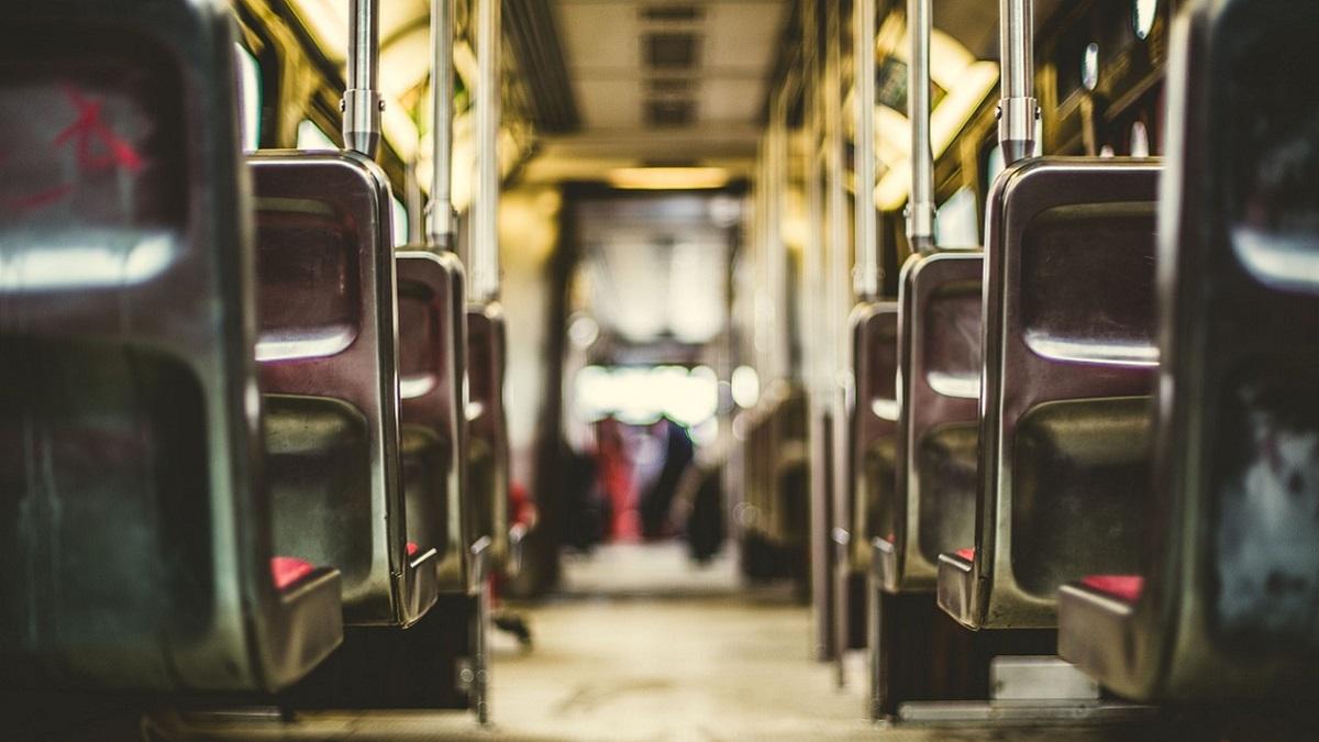 Cremona, autista di scuolabus condannato a 6 anni: palpeggiò una 12enne