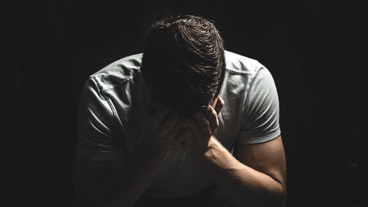 Scopre a 55 anni di essere sterile, la moglie è costretta a confessare: i 3 figli sono frutto di un tradimento