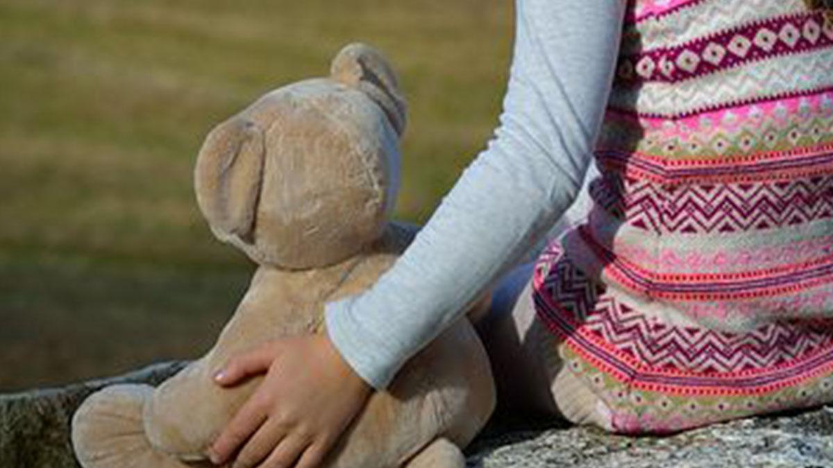 Violentata dall'età di 6 anni dal padre: bimba abortisce a 11 anni e diventa mamma a 13