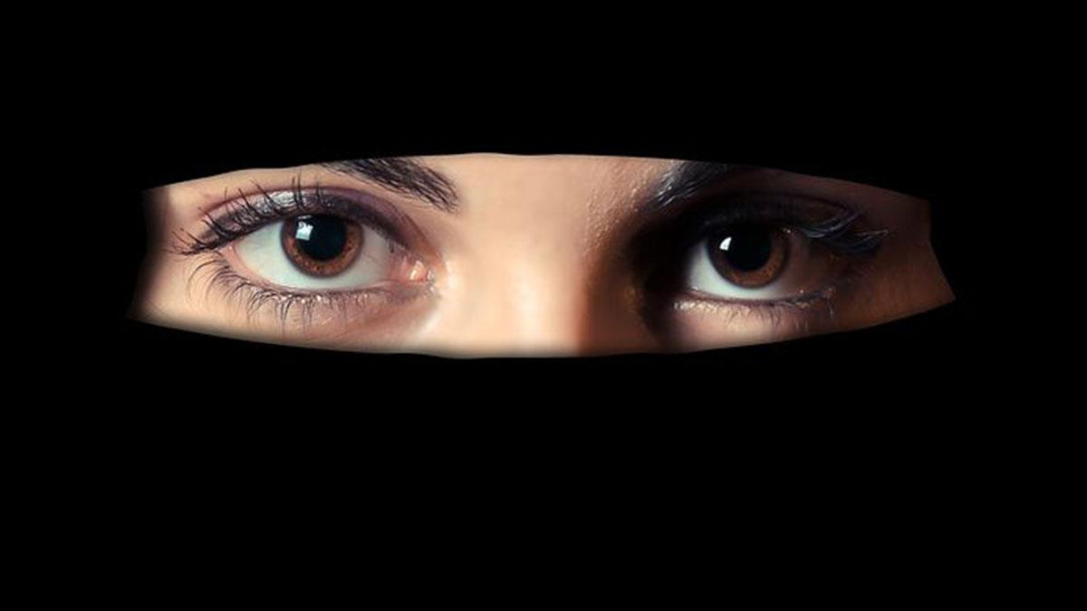 Allieve discriminate in una scuola islamica: 'Possono mangiare quando i maschi hanno finito'