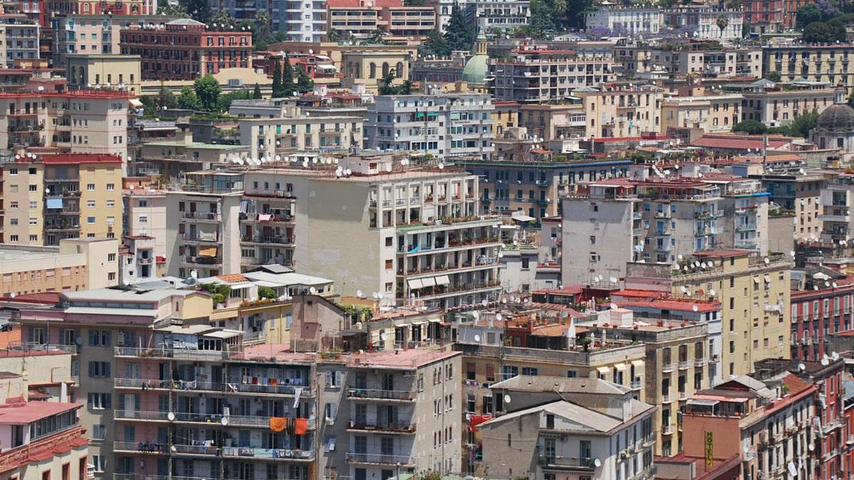 Napoli, madre di 3 bimbi sfrattata: uno è malato di leucemia