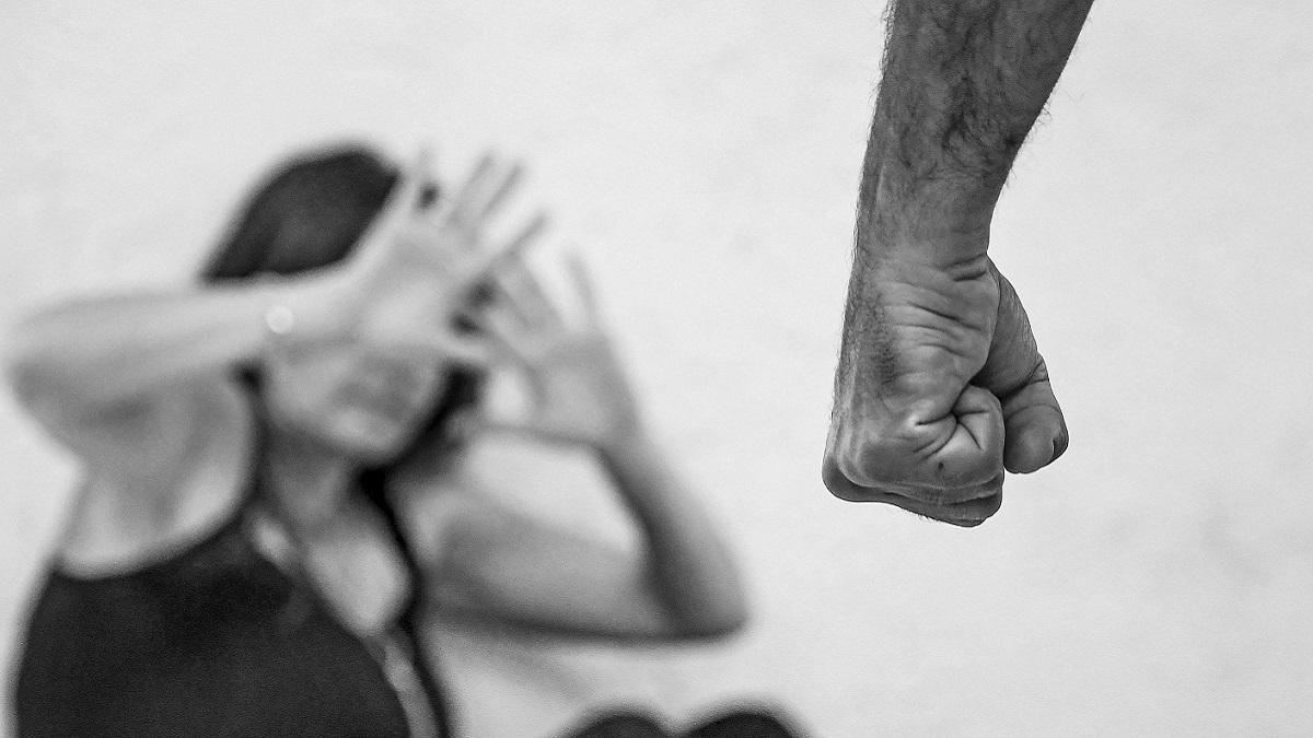 Ventiduenne compie gli anni, l'amico gli 'regala' una donna da violentare: condannati