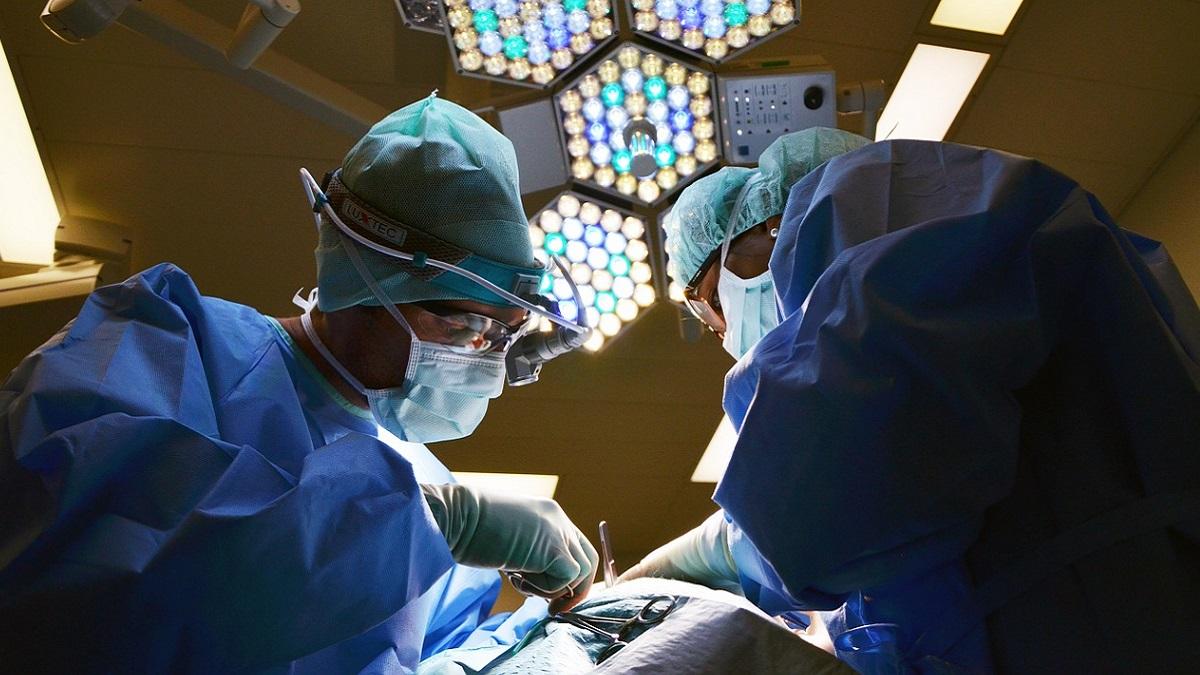 Neonato con spina bifida operato fuori dall'utero e rimesso nella pancia
