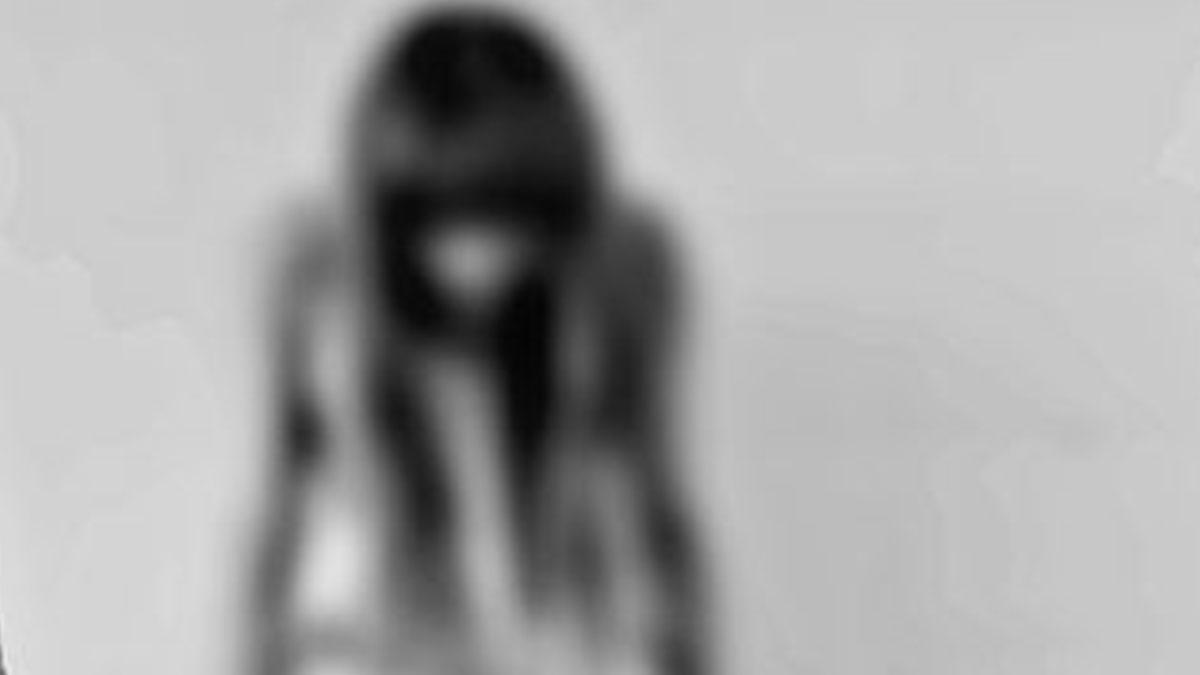 Fa stuprare la figlia 15enne dal compagno: 48enne scarcerata