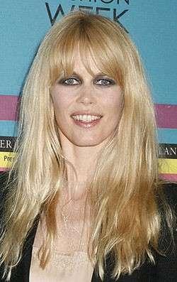 Star look: una Claudia Schiffer irriconoscibile