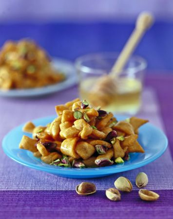 Ricette Carnevale: nodini con miele e pistacchi