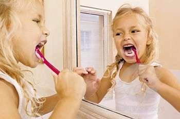 Lavarsi i denti previene le malattie cardiache