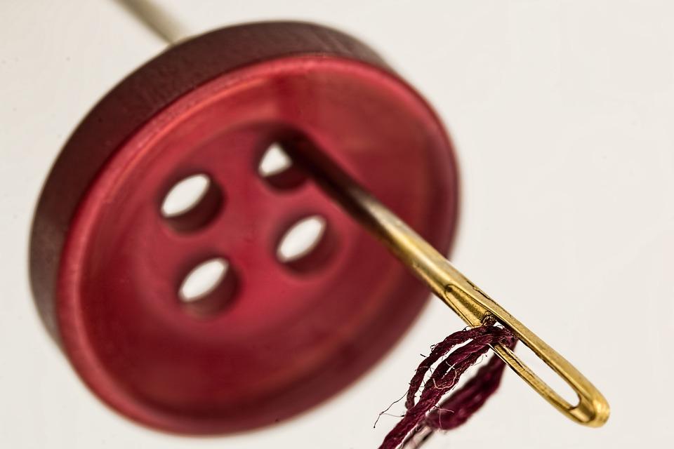 Cucito: come ricamare le vostre iniziali su stoffa