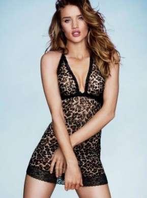 Victoria's Secret: Rosie Huntington-Whiteley per il photoshoot