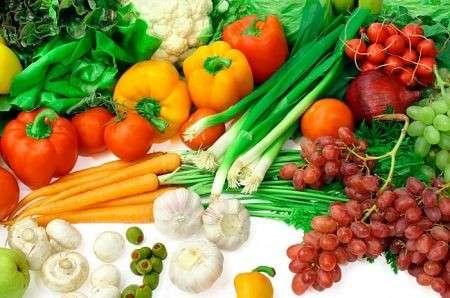 Dieta equilibrata e anti cancro: da preferire frutta e verdura