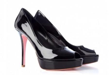 Katia Lombardo, scarpe con suola rosa per combattere i tumori