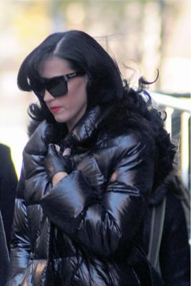 Katy Perry misteriosa con gli occhiali da sole Dsquared2