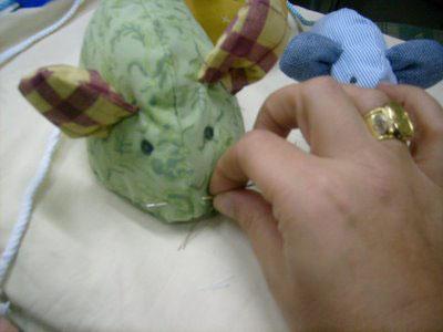 Cucito: crea del simpatici topolini di stoffa per la casa
