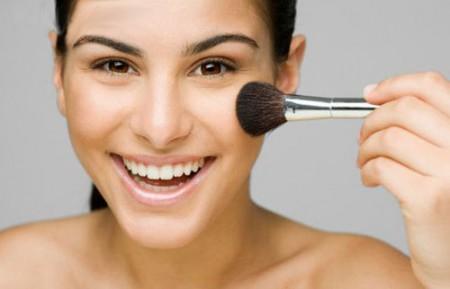 Trucco viso: consigli per applicare il blush