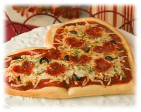 Ricette San Valentino: pizza romantica a forma di cuore
