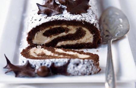 rotolo alla crema di castagne e foglie di cioccolato