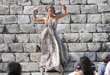 """Jennifer Lopez sceglie Lanvin nel video """"I'm Into You"""""""