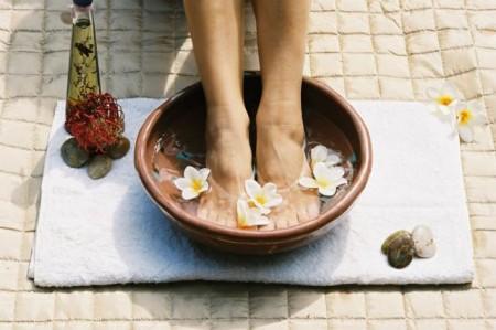Come prevenire i piedi gonfi in estate