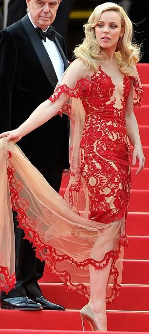 Rachel McAdams in rosso Marchesa al Festival di Cannes: promossa o bocciata?