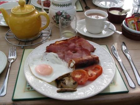Mangiare proteine a colazione aiuta ad avere meno fame