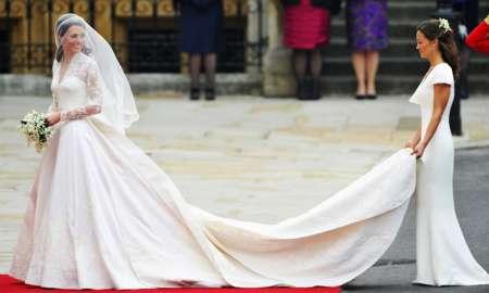 L'abito da sposa di Kate e la torta nuziale in mostra a Buckingham Palace