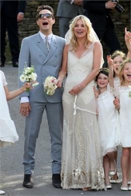Kate Moss si è sposata! Abito Galliano e scarpe Manolo Blahnik: perfetta!