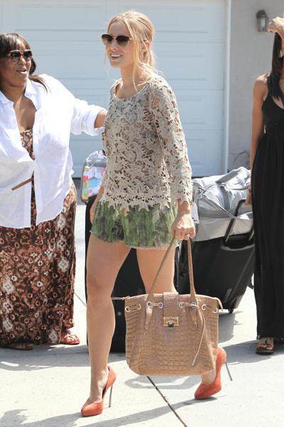 Minidress Alberta Ferretti per Kristen Bell e pumps Casadei: favolosa!
