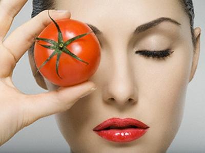 Per la pelle grassa e i punti neri, prova la maschera al pomodoro!