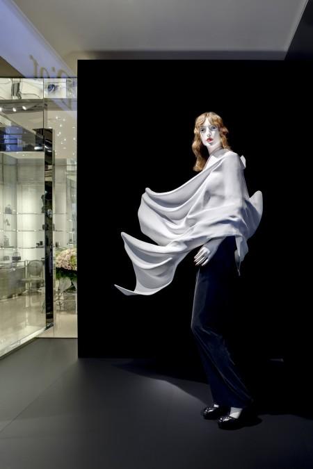Le vetrine di Dior a Milano celebrano l'arte di Daniel Arsham per tutta la Milano Moda Donna