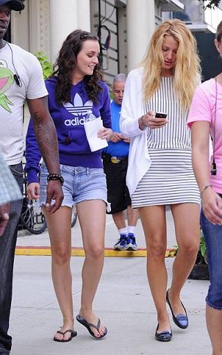 Leighton Meester con felpa Adidas, relax sul set di Gossip Girl 5
