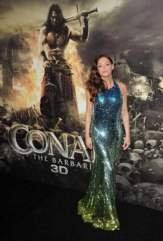 """Rose McGowan veste Blumarine alla premiere di """"Conan The Barbarian"""", sembra una sirena!"""