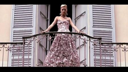 Armani Back Damon, il video con Karolina Kurkova by Anna Dello Russo