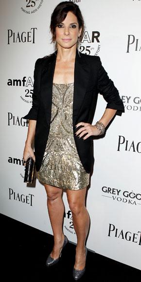 Sandra Bullock incantevole in AllSaints e Stella McCartney con accessori Jimmy Choo